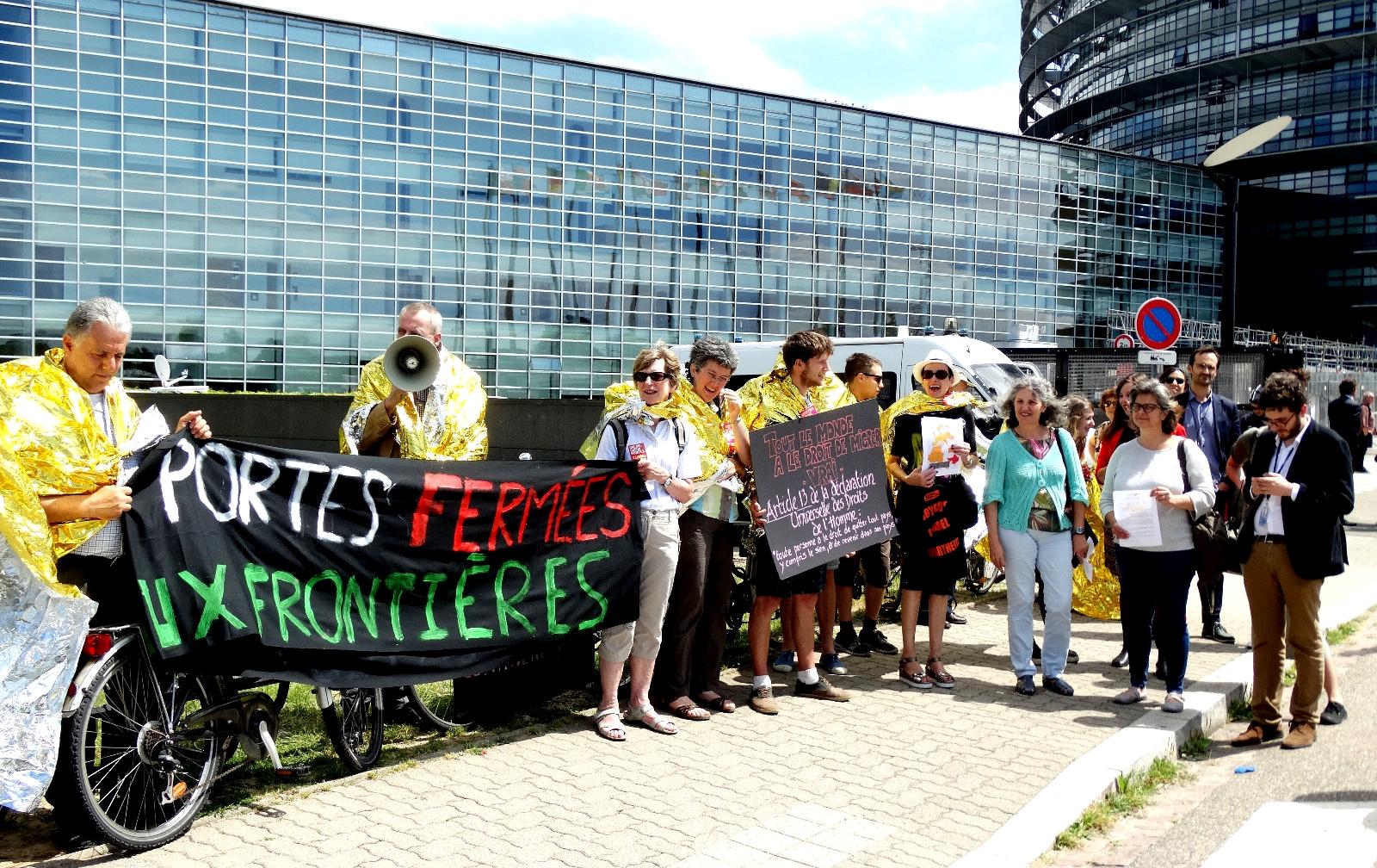 Protesta diante do PE contra a Frontex