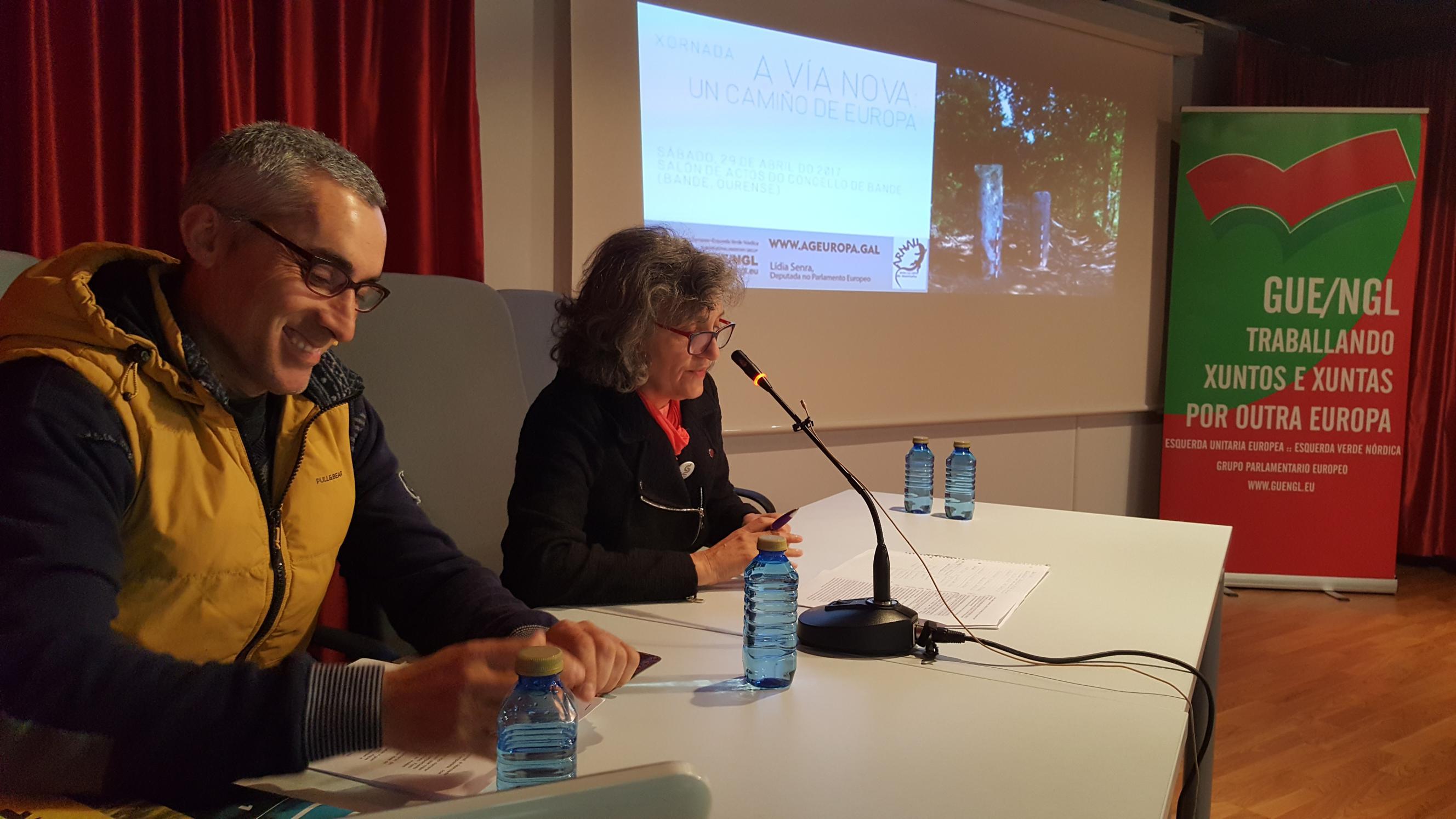 Lidia Senra e Davide Perez inaugurando a xornada da Via Nova