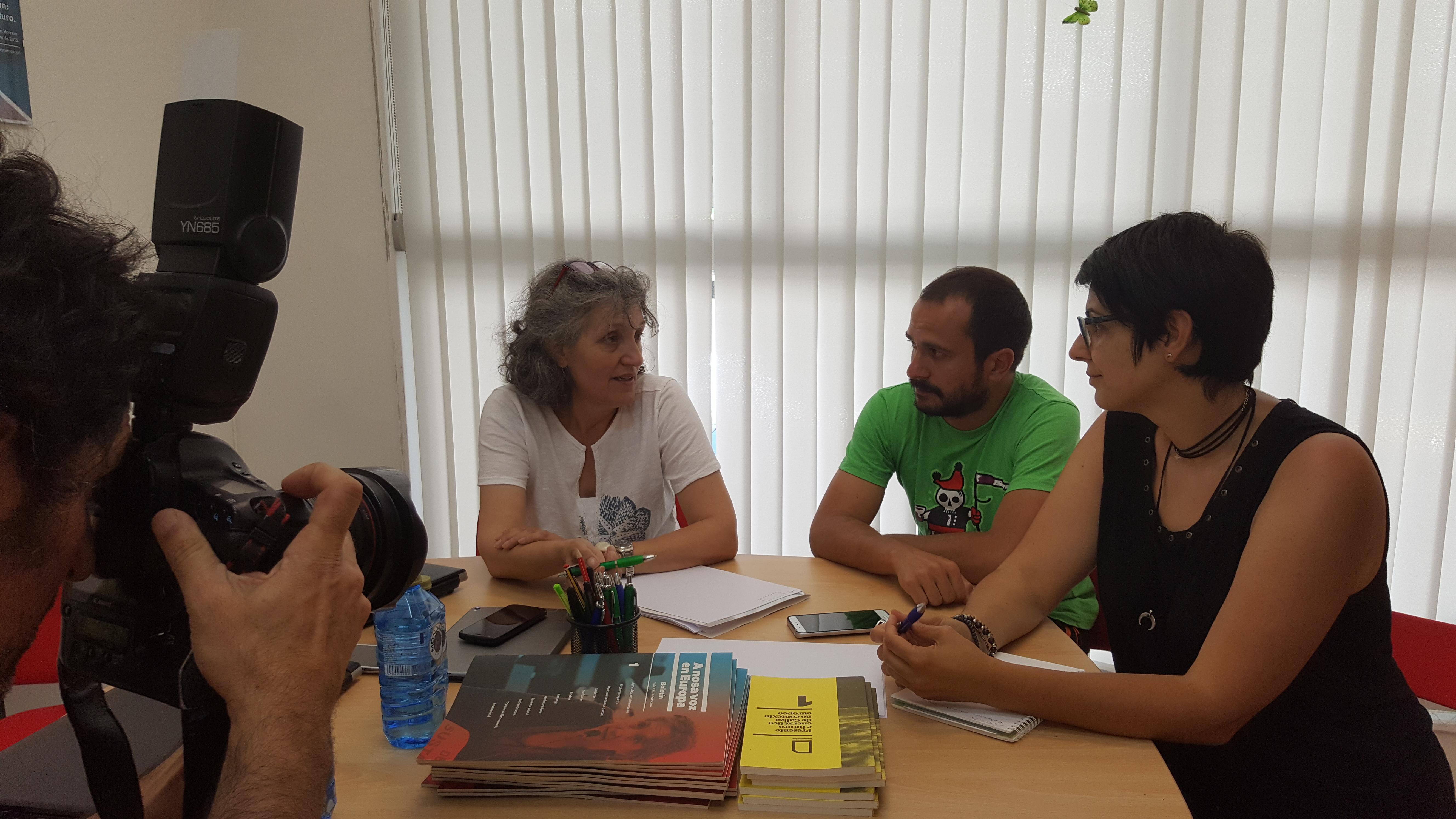 Lidia Senra reunida con representantes do comite de folga do 112