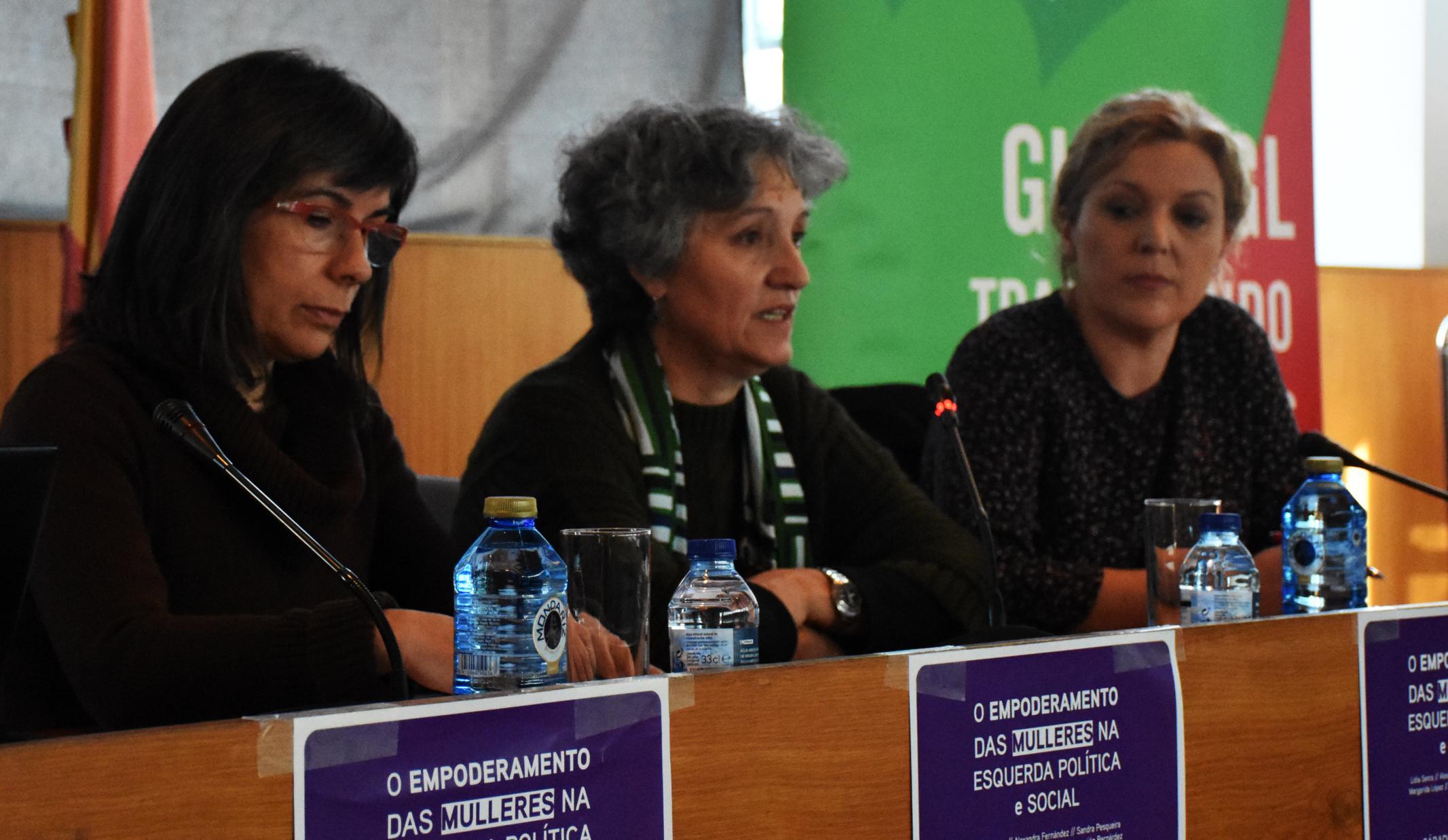 Lidia Senra, entre Margarida Lopez e Sandra Pesqueira, en Cangas