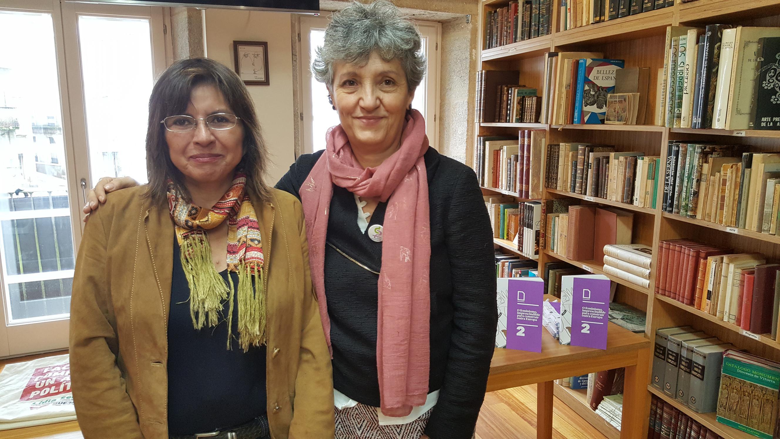 Lidia Senra, na dereita, e Irene Leon, na esquerda, na rolda de prensa de hoxe en Santiago de Compostela