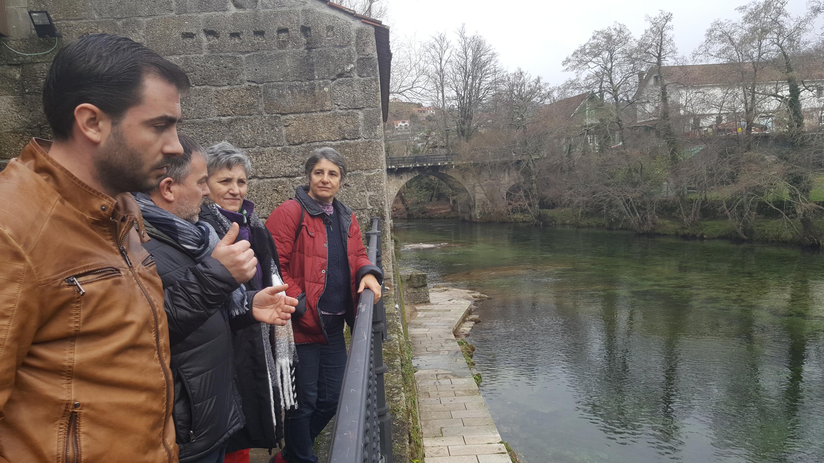 Lidia Senra visitando Ponte Caldelas en xaneiro pasado, á beira do Verdugo_2656x1494