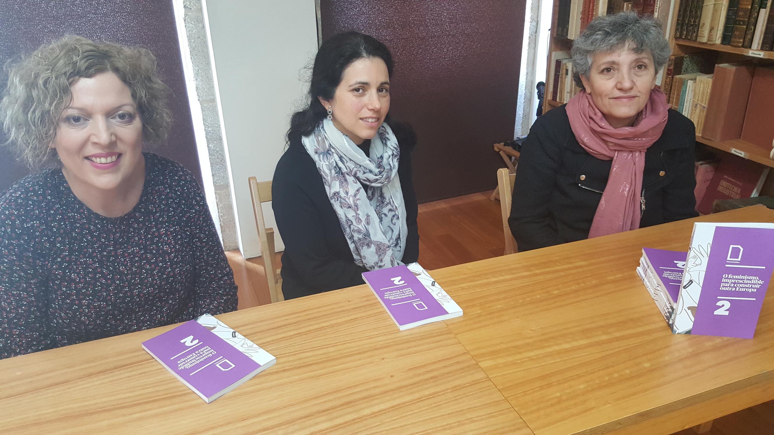 Sandra Pesqueira, Estrela Gomez e Lidia Senra, desde a esquerda, na rolda de prensa II_2656x1494