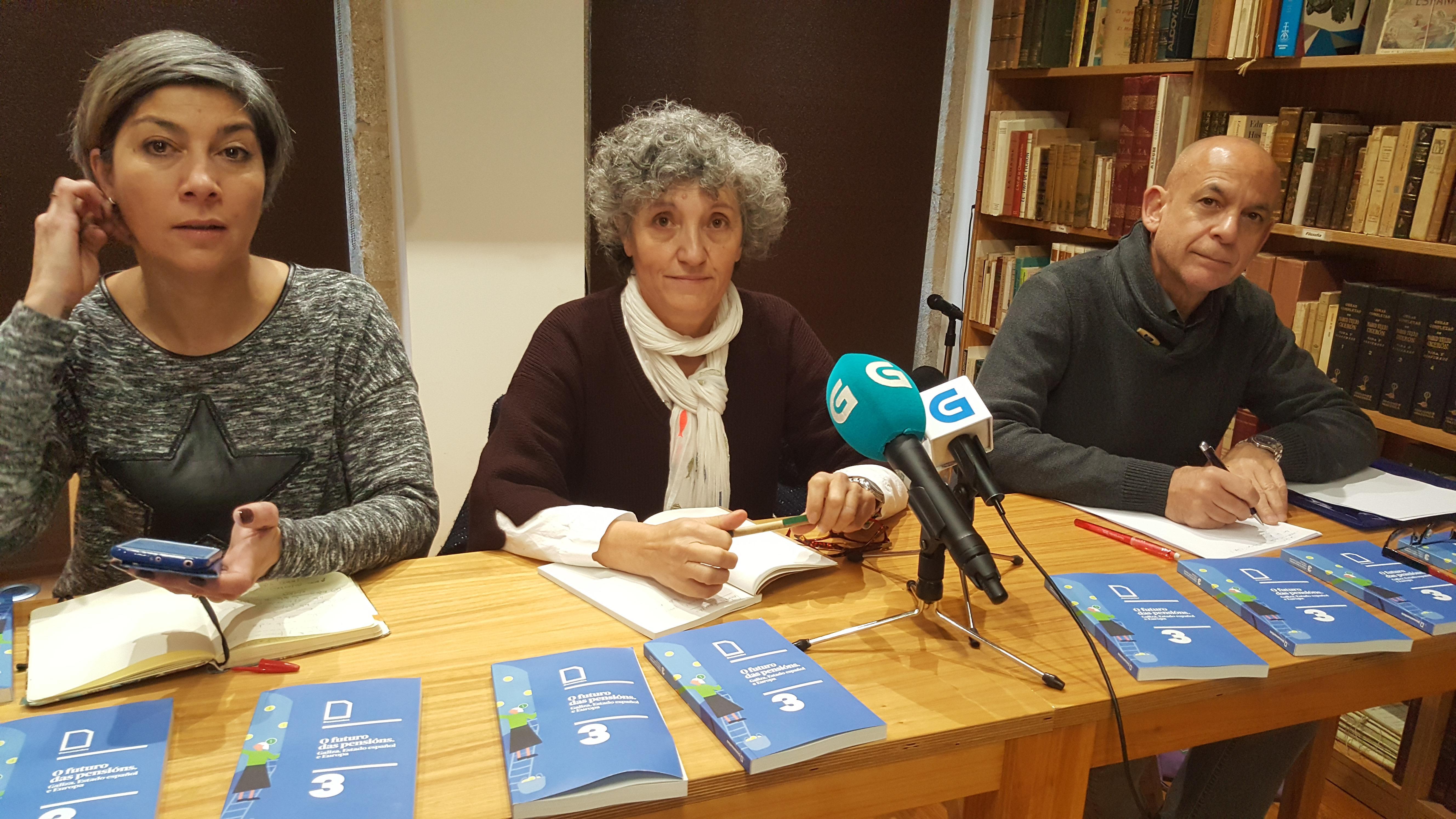 Lidia Senra, entre Victoria Portas e Xabier Perez Davila, hoxe na rolda de prensa