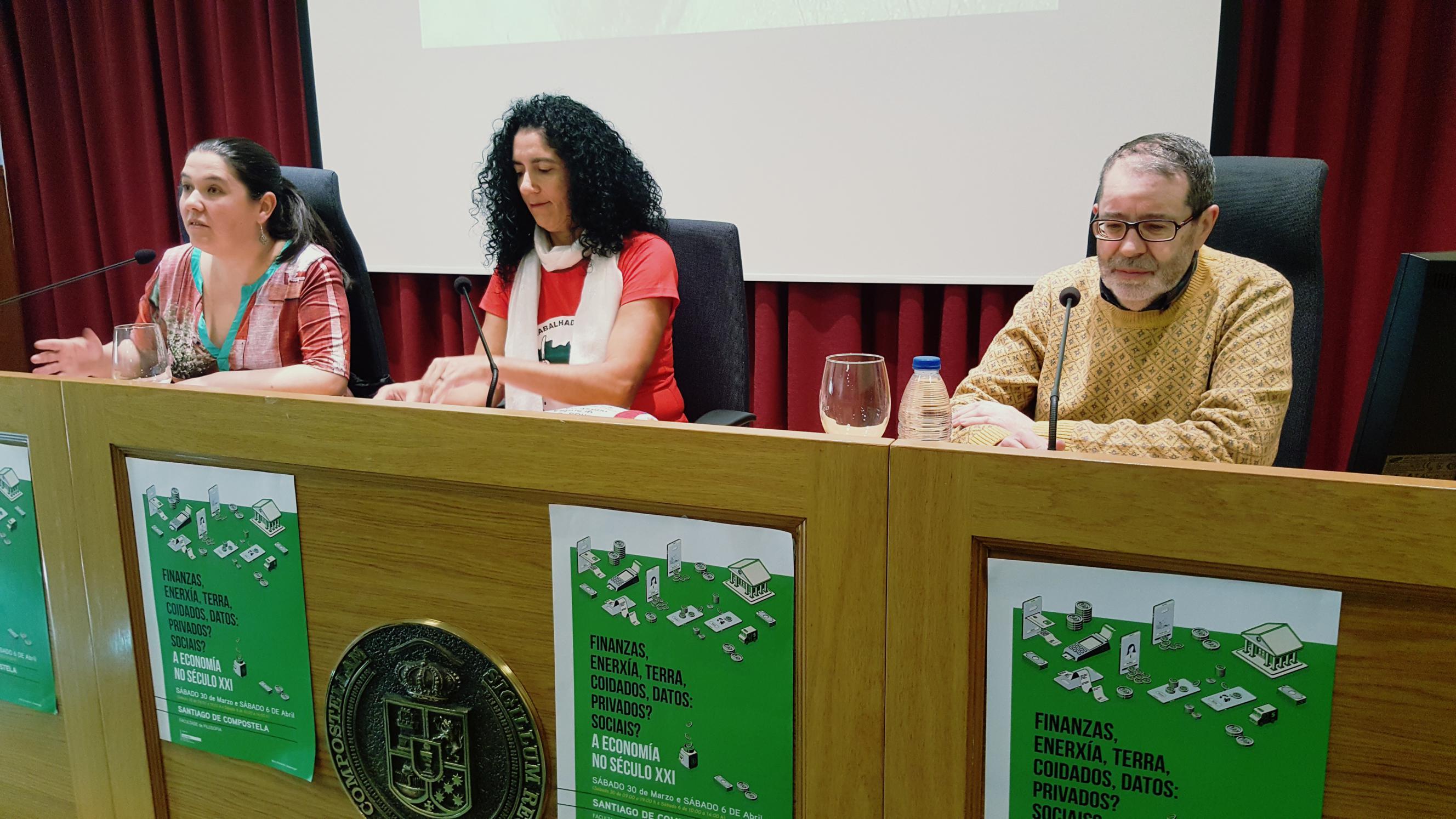 Isabel Vilalba, Marina dos Santos e Xoan Carlos Carreira, desde a esquerda, nas xornadas_2656x1494