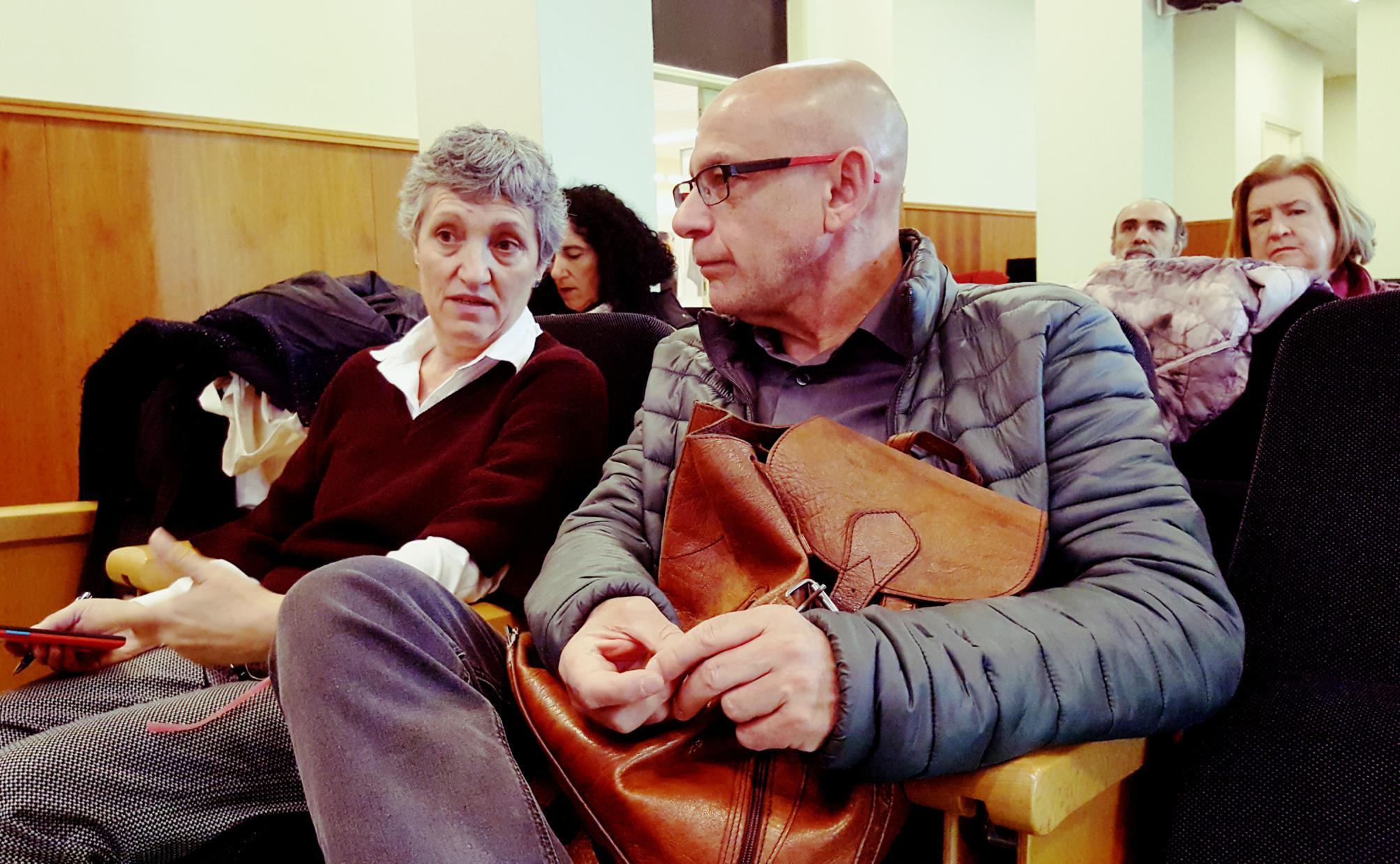 Lidia Senra e Xabier Perez Davila, conversando nun momento das xornadas_2007x1238