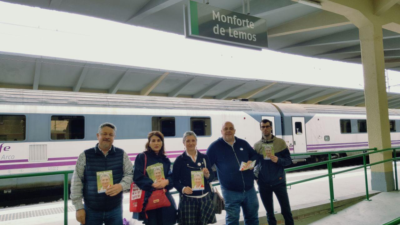 Lidia Senra antes de coller o tren en Monforte II