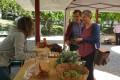 Lidia Senra comprando no mercado de teo