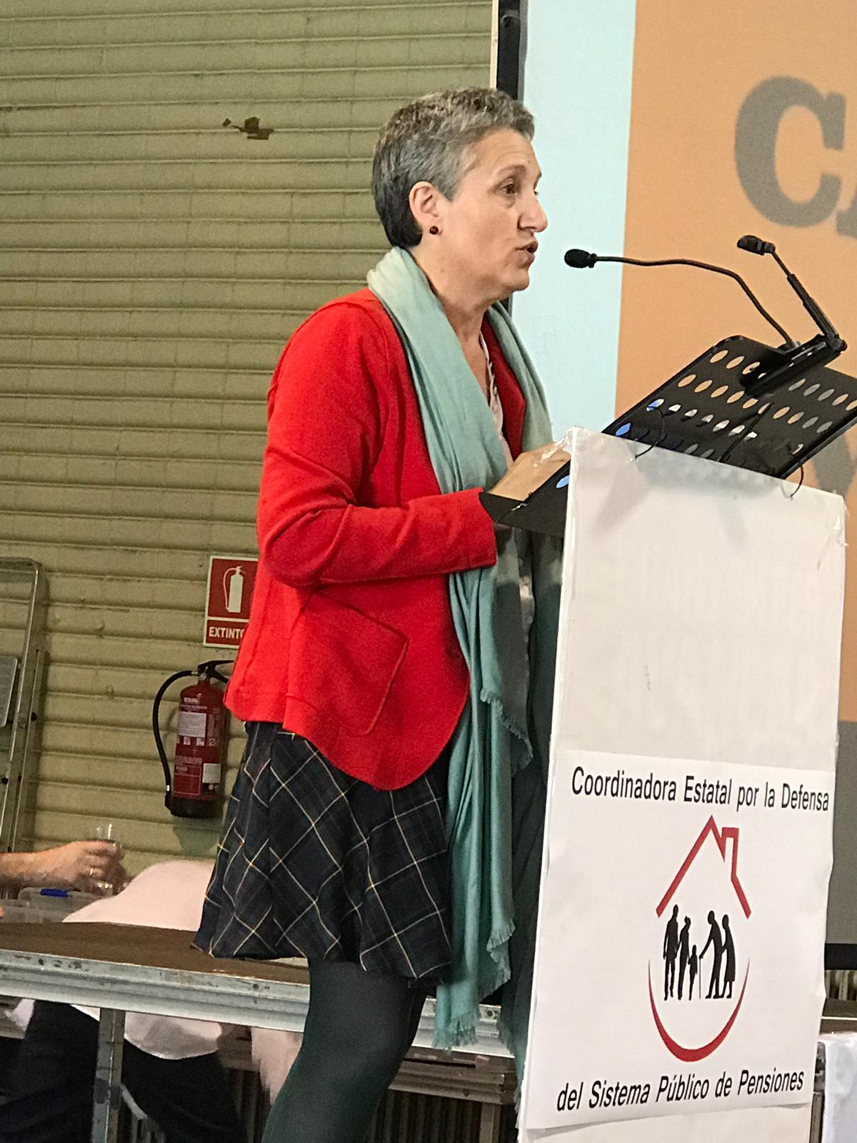 Lidia Senra, intervindo no acto sobre pensions en Barcelona